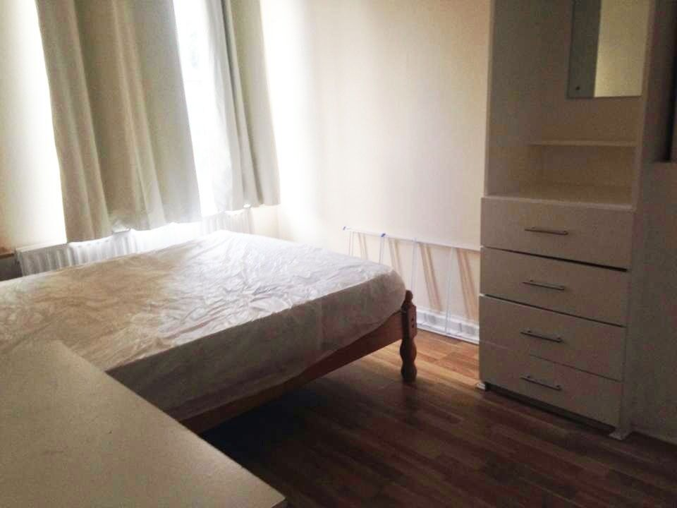 Lovely Central Double Room In Elephant and Castle Zone 1 - For 1 or 2 people- all bills incl.