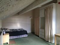 Large room available now!! for working professionals in Salford