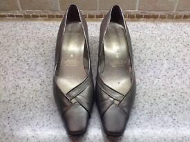 Elm dale pewter/gold leather shoes. Size 6.
