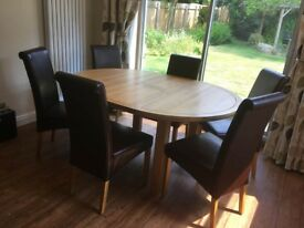 High quality extendable solid oak table with 6 real leather chairs in excellent condition