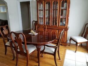 Beautiful Dining Room Set- table, 4 chairs and China cabinet