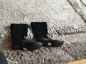 Clarks size 4 Black leather boots