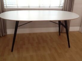 Luss dining table