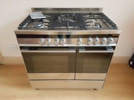 Fisher and Paykel Range cooker With Hood And Splashback !