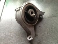 Vauxhall ASTRA G Mk4 & ZAFIRA A - RIGHT SIDE ENGINE MOUNT / DAMPER - 90575772