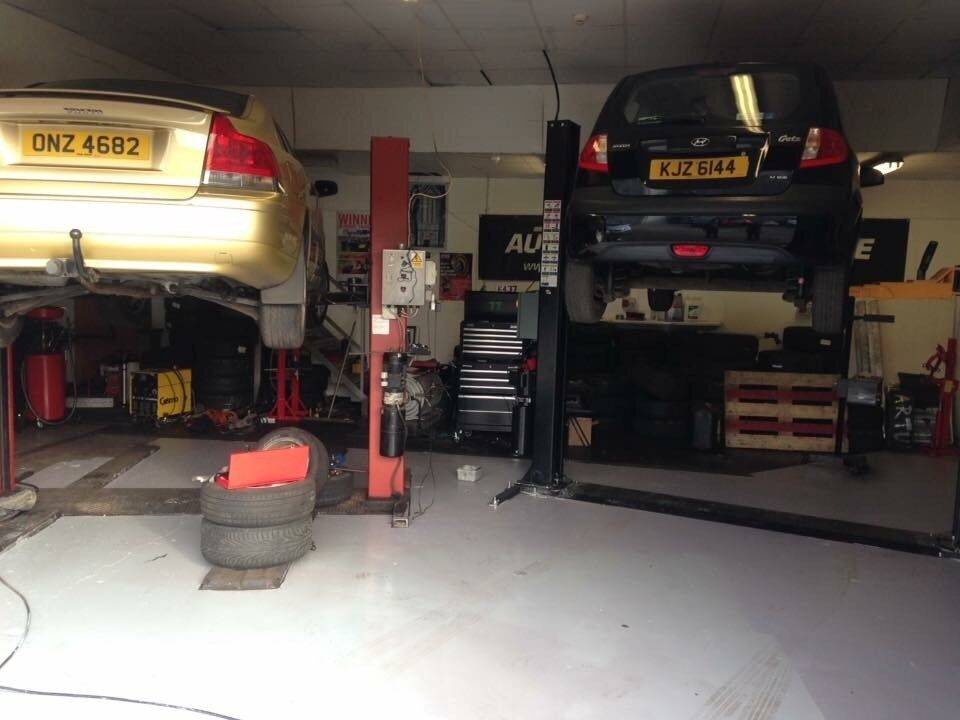Auto Garage Tools For Sale: Car Mechanic Garage With Rent Or Equipment On Its Own For