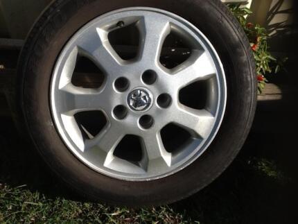 Single 15' X 6' Holden Astra mag wheel. 5 X 110 stud pattern. Et