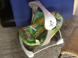 Fisher price baby swinging chair, excellent condition, rainforest pattern