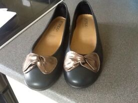 Ladies new leather shoes size small 6