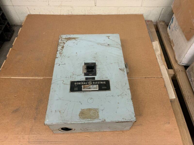 General Electric Molded Case Breaker w/ Enclosure Model: TJK426F000 Amps: 400