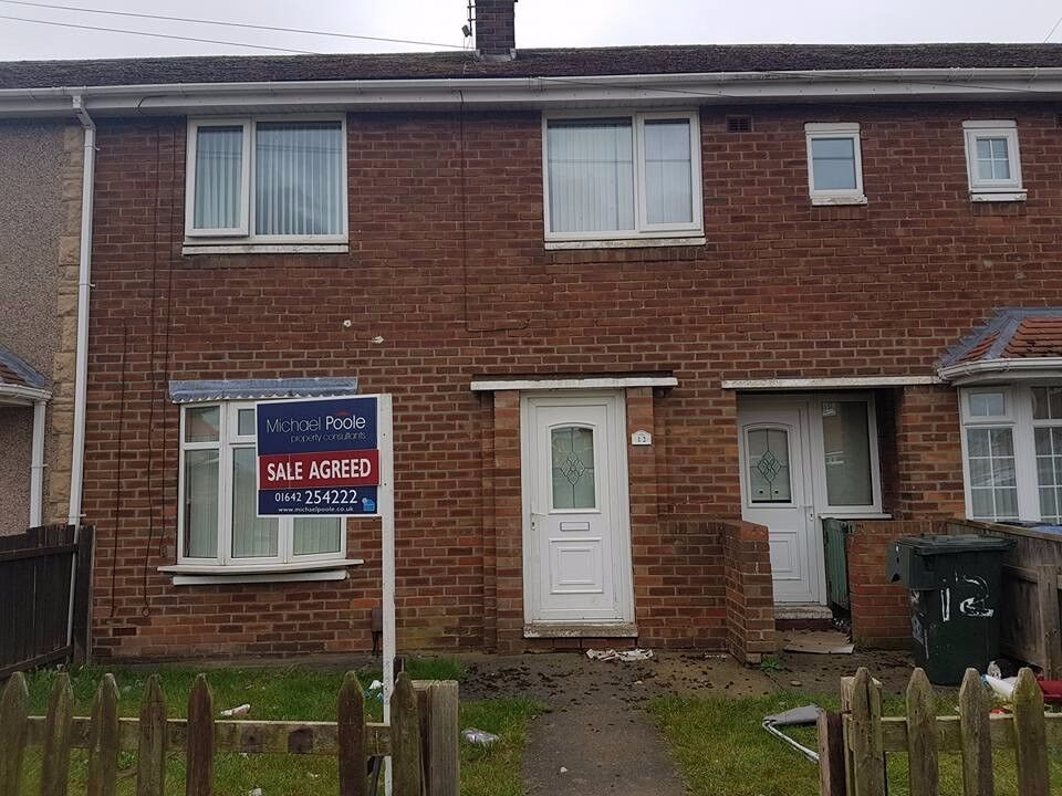 3 bed-roomed house (DSS WELCOME) no agent fee £200 bond