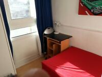 Single room 4 min via metro to Canary Wharf