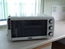 Delonghi Mini Oven E012012W