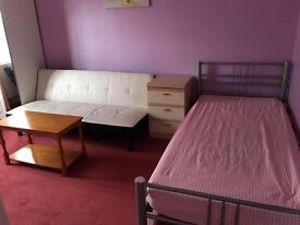 Spacious Double room for professionals (All bills inclusive)