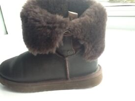 Ugg boots size 6 (American 7)