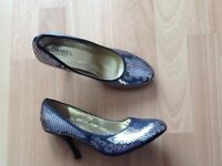Womens Daniel silver sequined shoes with gold insole size 5