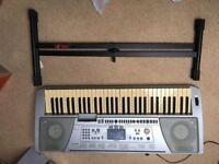 Yamaha PSR 450 keyboard and stand