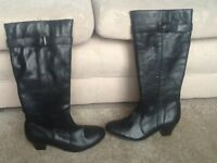 Lovely black ladies boots, new without tag, size 5