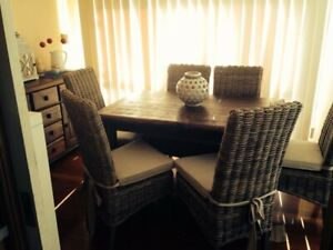Dinning table / 6 chairs