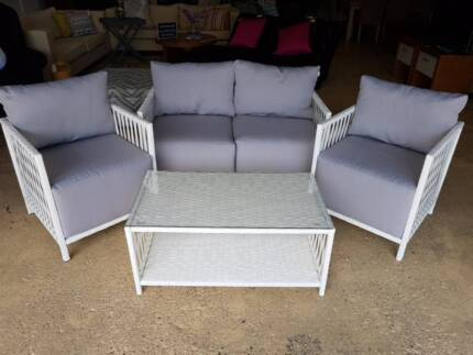 BRAND NEW White Outdoor 4 Pce Lounge Suite Part 97