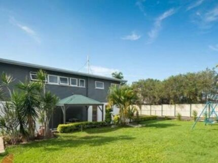 5 bedroom house in Rochedale South