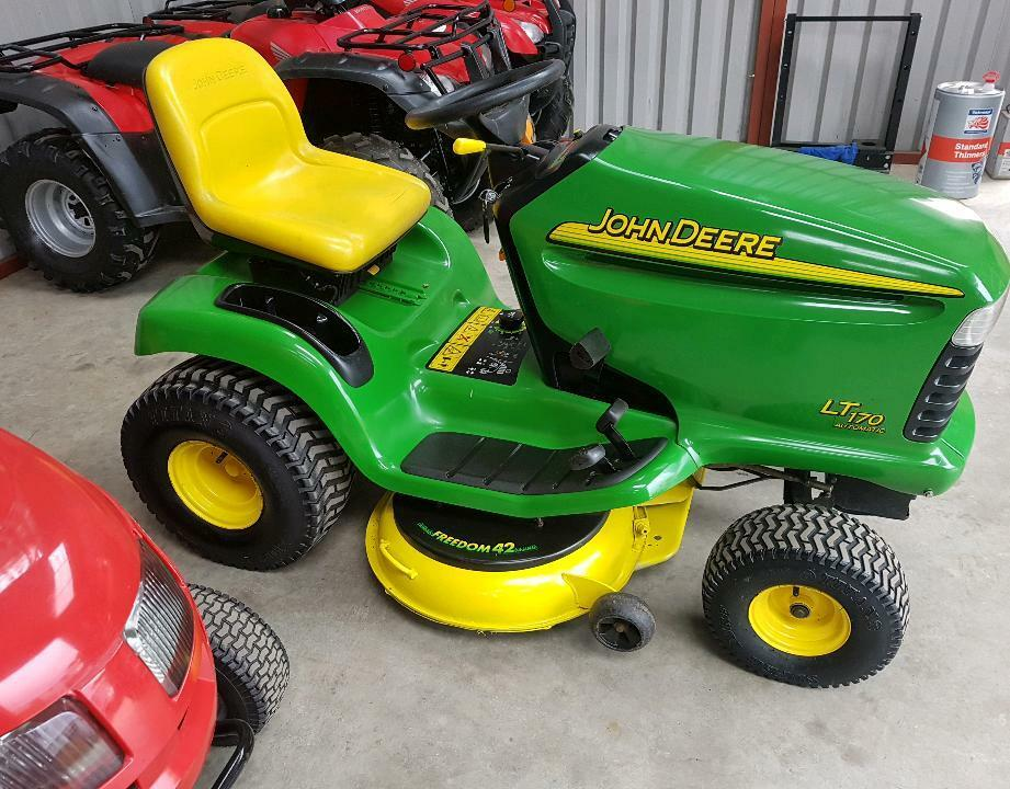 John Deere 170 P : John deere lt ride on lawnmower like new in limavady