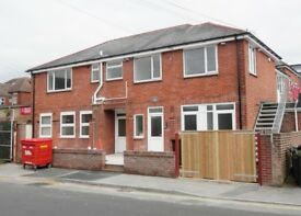 Unfurnished 2 bed flat on Wintons, Maple Road.