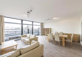 3 bed PENTHOUSE ¦ Surrey Quays SE8 ¦ over looking the Dock ¦ 3 HUGE bedrooms ¦ 2 baths
