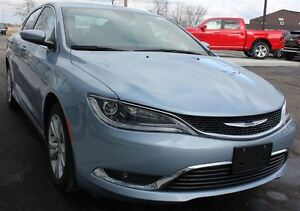 2015 Chrysler 200 Limited *DEMO, SUNROOF, HEATED SEATS*