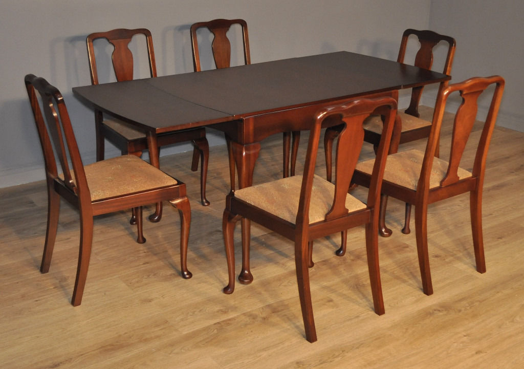 Attractive Vintage Queen Anne Walnut Draw Leaf Dining Table & 6 Matching Chairs