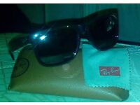 Ray Ban Justin Classics in Excellent Condition