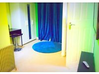 HUGE DOUBLE ROOM w ENSUITE BATHROOM FOR RENT-£450 PM ONLY-ALL BILLS INC-TOWN CENTRE