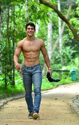 Shirtless Male Muscular Jock Walking In Jeans Abs Pecs Hot Guy PHOTO 4X6 C506