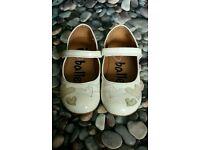 ***Girls cream shoes Infant size UK 10 EUR 28