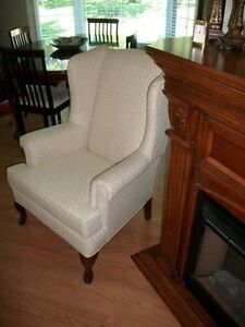 GORGEOUS IVORY WHITE QUEEN ANNE WING CHAIR & FOOTSTOOL Kingston Kingston Area image 3