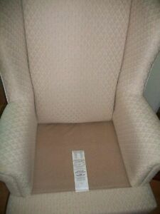 GORGEOUS IVORY WHITE QUEEN ANNE WING CHAIR & FOOTSTOOL Kingston Kingston Area image 5