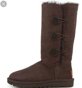 Size 9 bailey button triplet Ugg in chocolate brand new