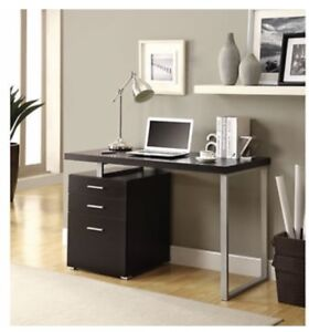 Great Versatile Desk, fits anywhere!