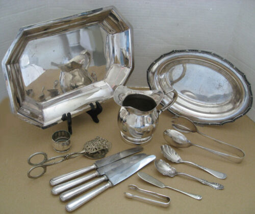 MIXED LOT VINTAGE SILVER PLATED SERVING PLATES TONGUES SPOONS PITCHER KNIVES