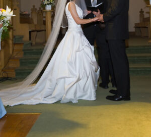 Wedding dress, Has been dry cleaned, Xs-S, white with long trunk