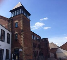 Double Room in Penthouse Between Nottingham and Derby