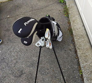 Junior RH golf club set with bag - great condition