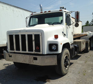 1985 INTERNATIONAL F-2674 ROLL OFF TRUCK