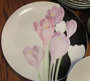 "Mikasa ""Vogue"" Dinner Set"