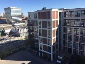 609-404 King St W-Great Living Space with Large Bright Windows!