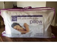 Set of 2x goose feather and down pillows