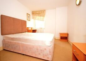 GORGOUES SPACIOUS 2 BEDRROOM FLAT IN CANARY WHARF, DONT MISS OUT THIS STUNNING OPPURTUNITY.