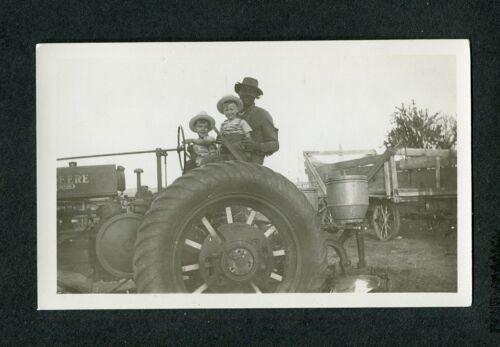 Vintage 1930s SNAPSHOT Photo Farmer w/ Boys on JOHN DEERE Farm TRACTOR 443092