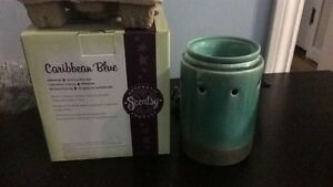 Brand new in box scentsy warmers!