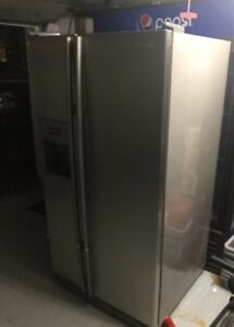Samsung Refrigerator with ice & water - 36' inch